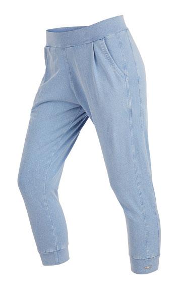 Nohavice dámske 7/8 so sníženým sedom.