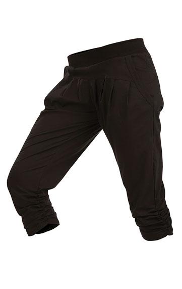 Nohavice dámske bedrové v 3/4 dĺžke.