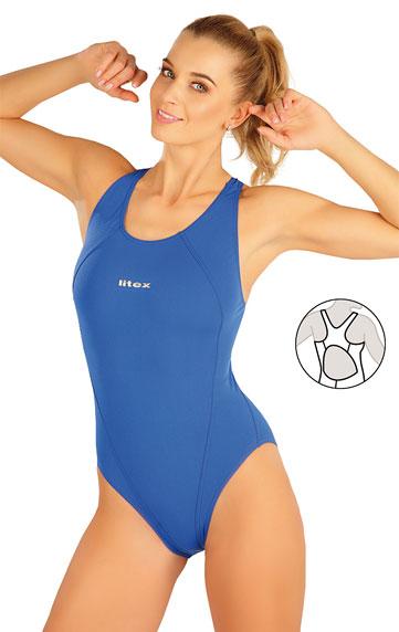 Jednodielne športové plavky.