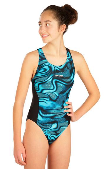 Jednodielne športové dievčenské plavky.