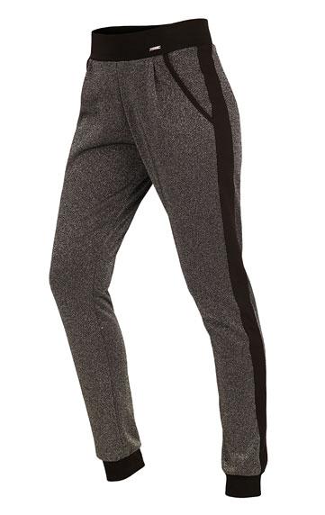 Nohavice dámske dlhé s nízkym sedom.