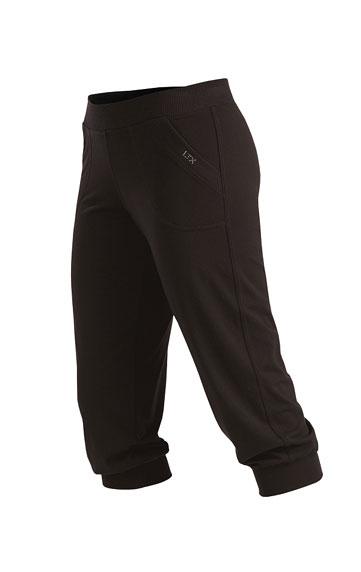 Nohavice dámske v 3/4 dĺžke.
